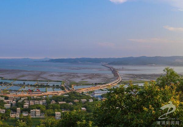 福建漳州首座跨海大桥正式通车